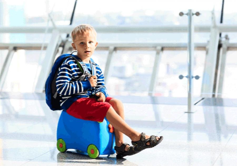 Viaggi all'estero dei bambini senza mamma e papà – che documenti fare?