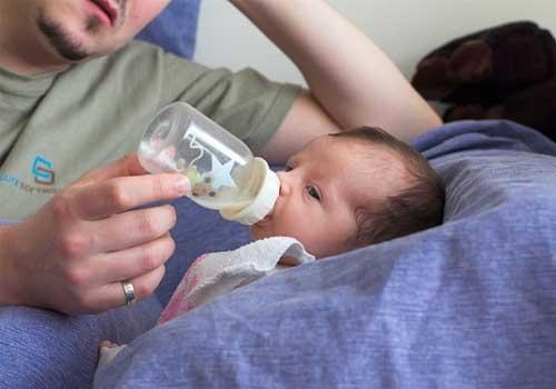 Come usare il biberon quando si allatta